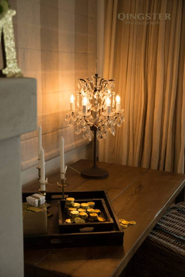 christmas-styling-candles-and-coins