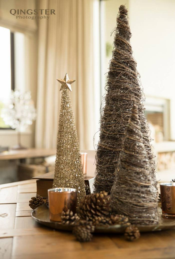 christmas-styling-coffee-table-trees