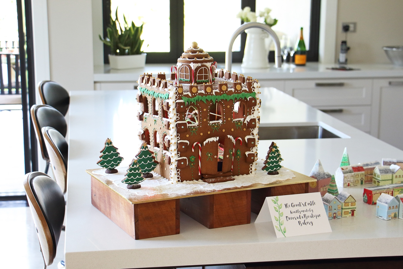 christmas-styling-gingerbread-castle
